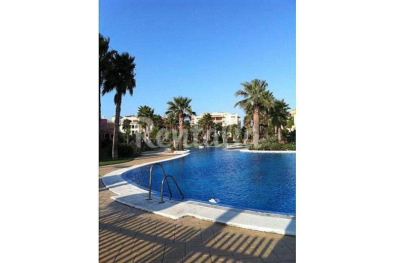 Casa en alquiler a 50 m de la playa zahara de los atunes for Piscina 50 metros cadiz