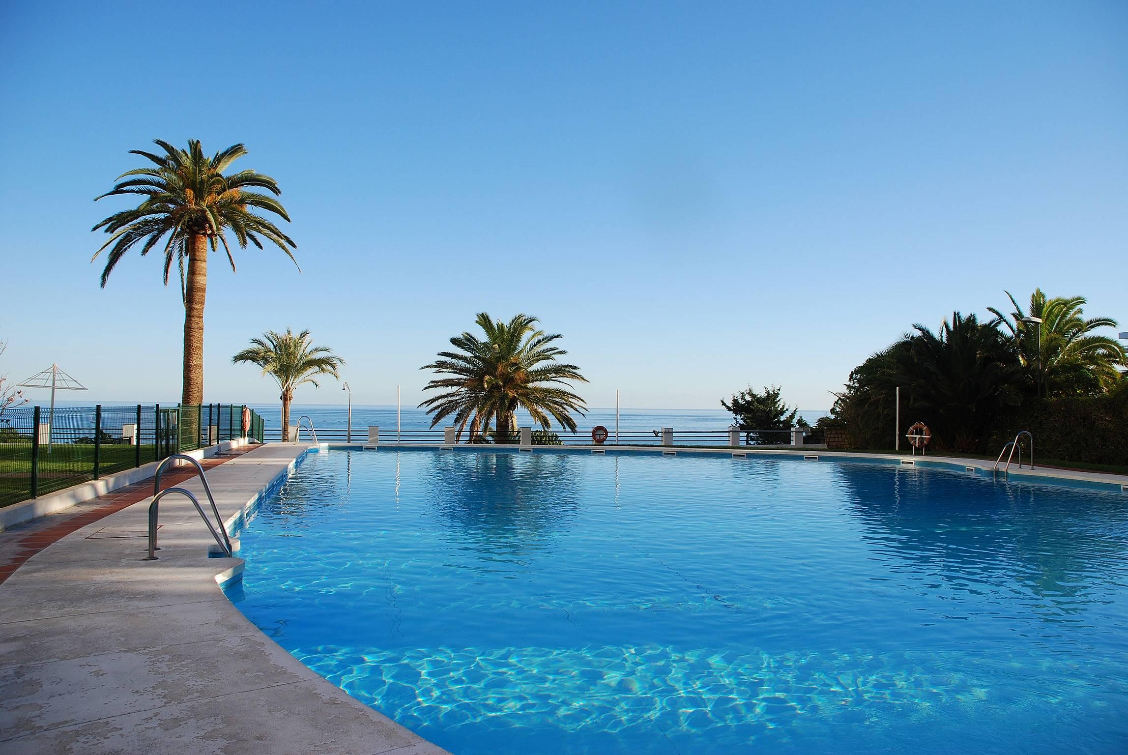 Bonito apt con piscina terraza torremolinos m laga for Piscina torremolinos