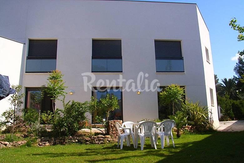 Casa para 6 personas a 120 m de la playa la mora for Apartamentos jardin playa larga tarragona
