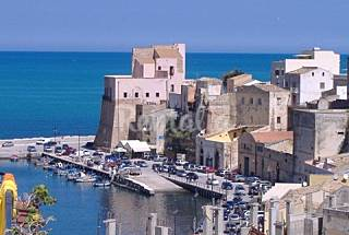 House for 2-11 people only 150 meters from the beach Trapani