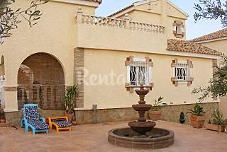 Villa 7-9 pers.con Piscina Privada, Jacuzzi y WIFI Alicante