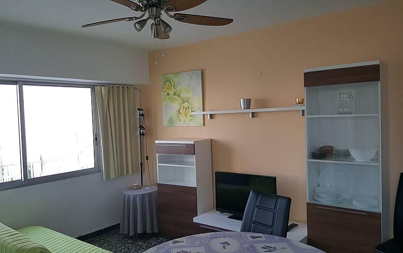 Apartamento para 2 4 pessoas a 150 m da praia cambrils for Sala 0 tarragona