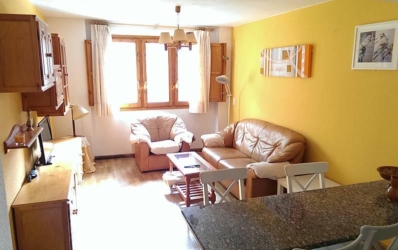 Apartment for rent Sallent de Gállego Huesca - Living-room