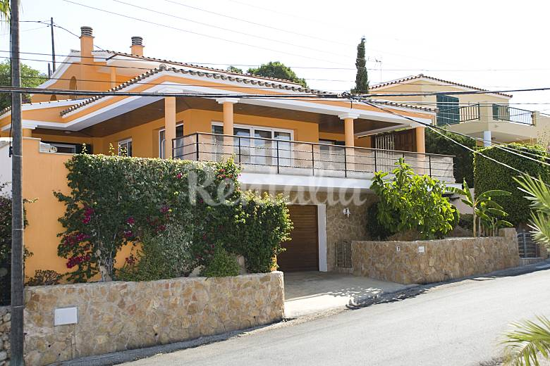 Villa with 3 bedrooms 4 km from the beach Minorca