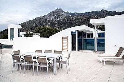 Impresionante Villa moderna blanca en Sierra Blanca, Marbella! Málaga