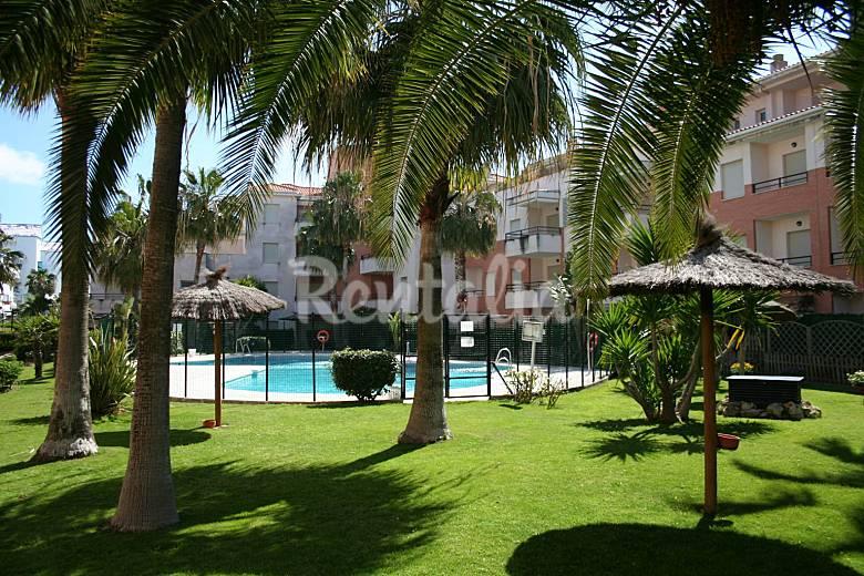 Apartamento de 3 habitaciones a 150 m de la playa costa for Piscina municipal chipiona