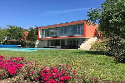 Villa de 4 dormitorios con piscina privada en el c Leiria