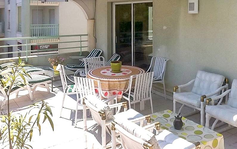 Sunny flat 150m from the beach Var -