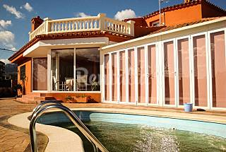 Villa with pool max.11 people - near the beach. Tarragona
