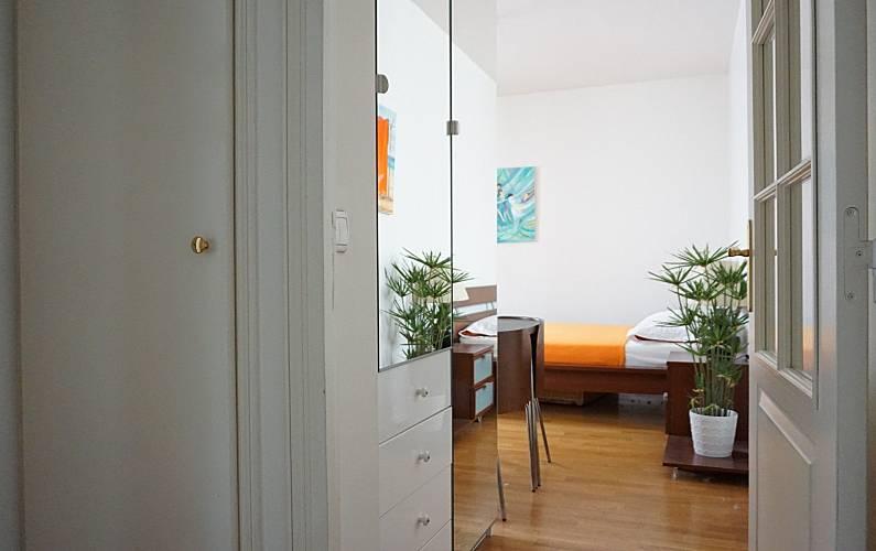 wohnung f r 2 personen in paris paris 9e paris paris. Black Bedroom Furniture Sets. Home Design Ideas