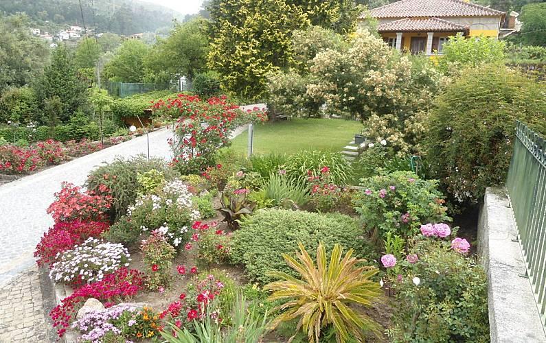 Maravilhosa casa rústica em ambiente puro e rural Viana do Castelo - Jardim