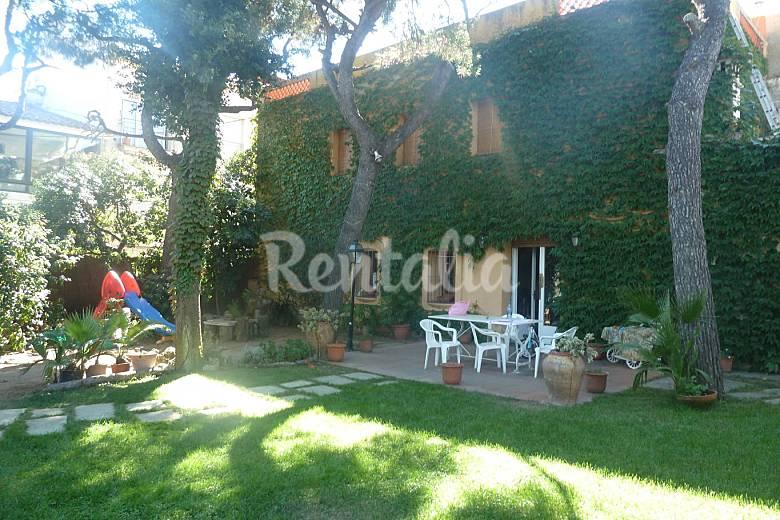 Casa con jard n a 20 km de barcelona premi de mar - Casa jardin badalona ...