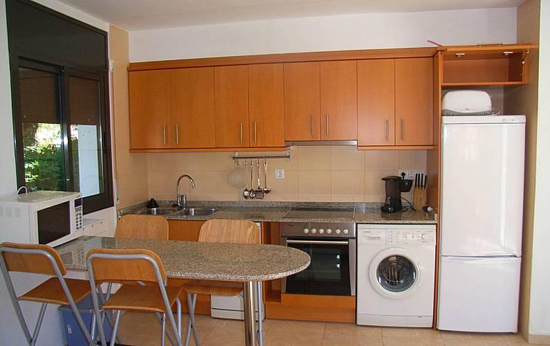 Apartamento de 2 habitaciones a 150 m de la playa la - Cocinas tarragona ...