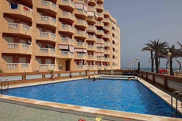 La manga apartamentos a 50 m de la playa piscina la for Piscina 50 m