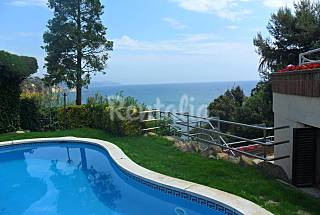 Villa for 14-16 people on the beach front line Girona