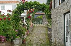 Typical portuguese country property with 3 houses  Viana do Castelo