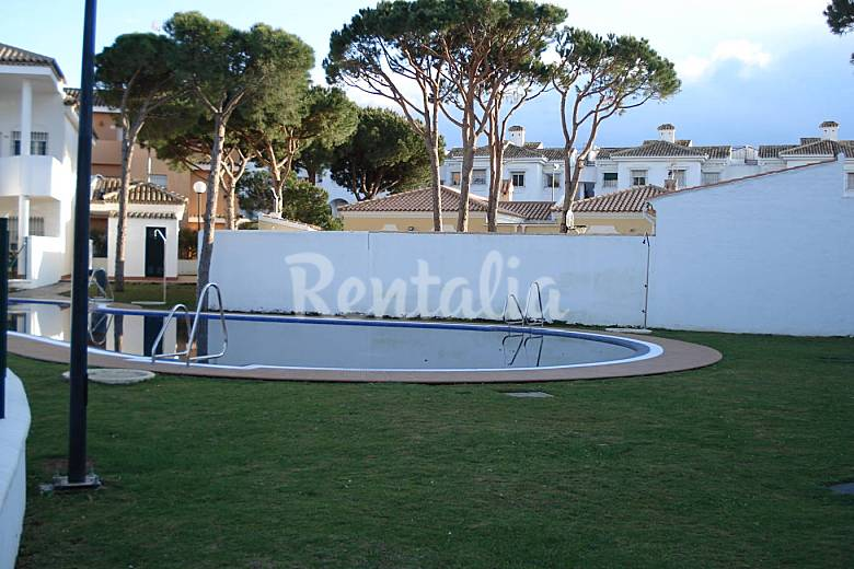 Apartamento con patio 30 metros 350 m de la playa la for Piscina 50 metros cadiz