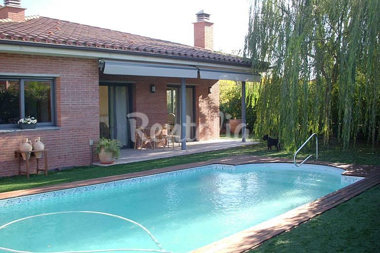casa en alquiler con piscina y chimenea cornell del