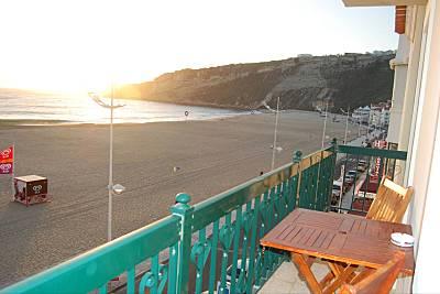 Aluga-se T2 em frente à praia (1ª linha) Nazaré Leiria