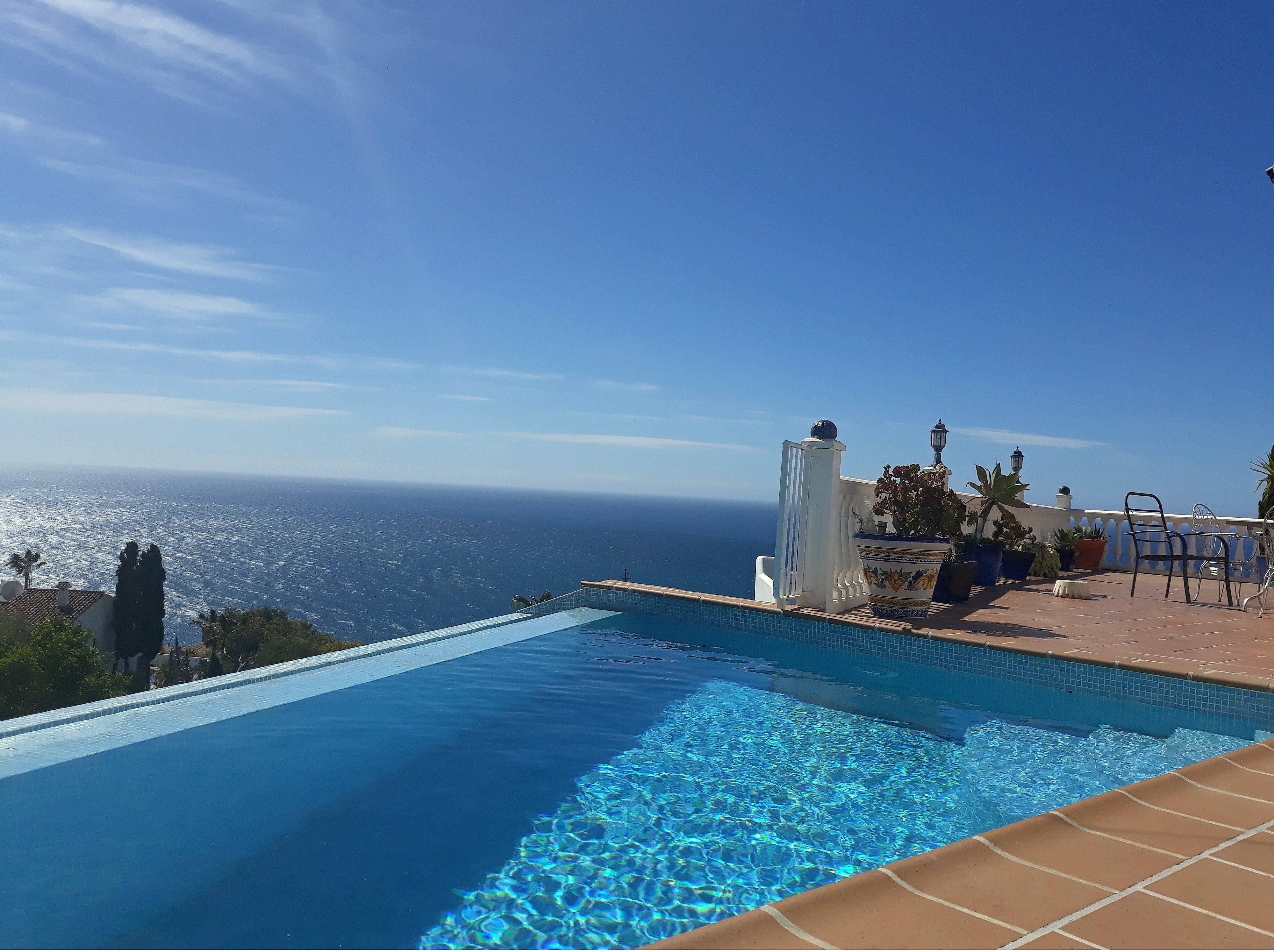 Modern villa overlooking the med with private pool - Salobreña ...