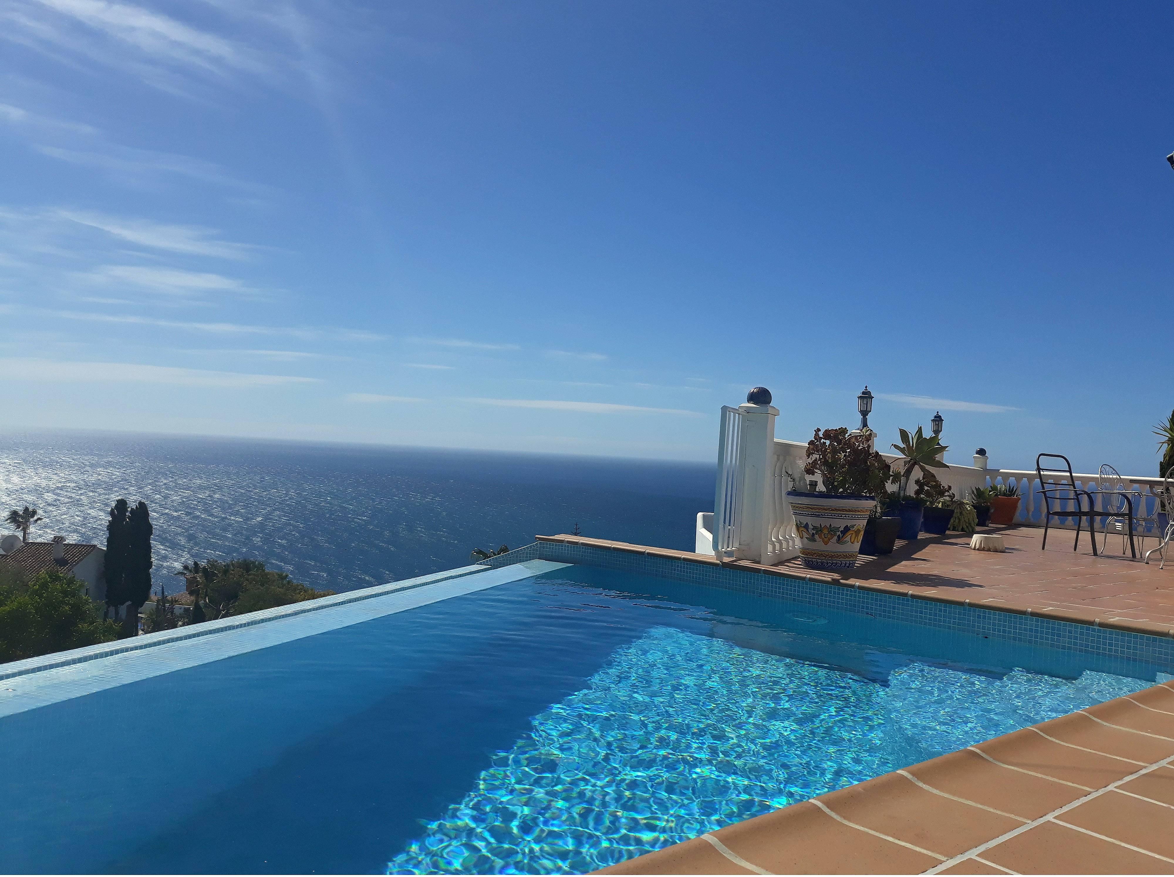 Modern villa overlooking the med with private pool - Salobreña (Granada)