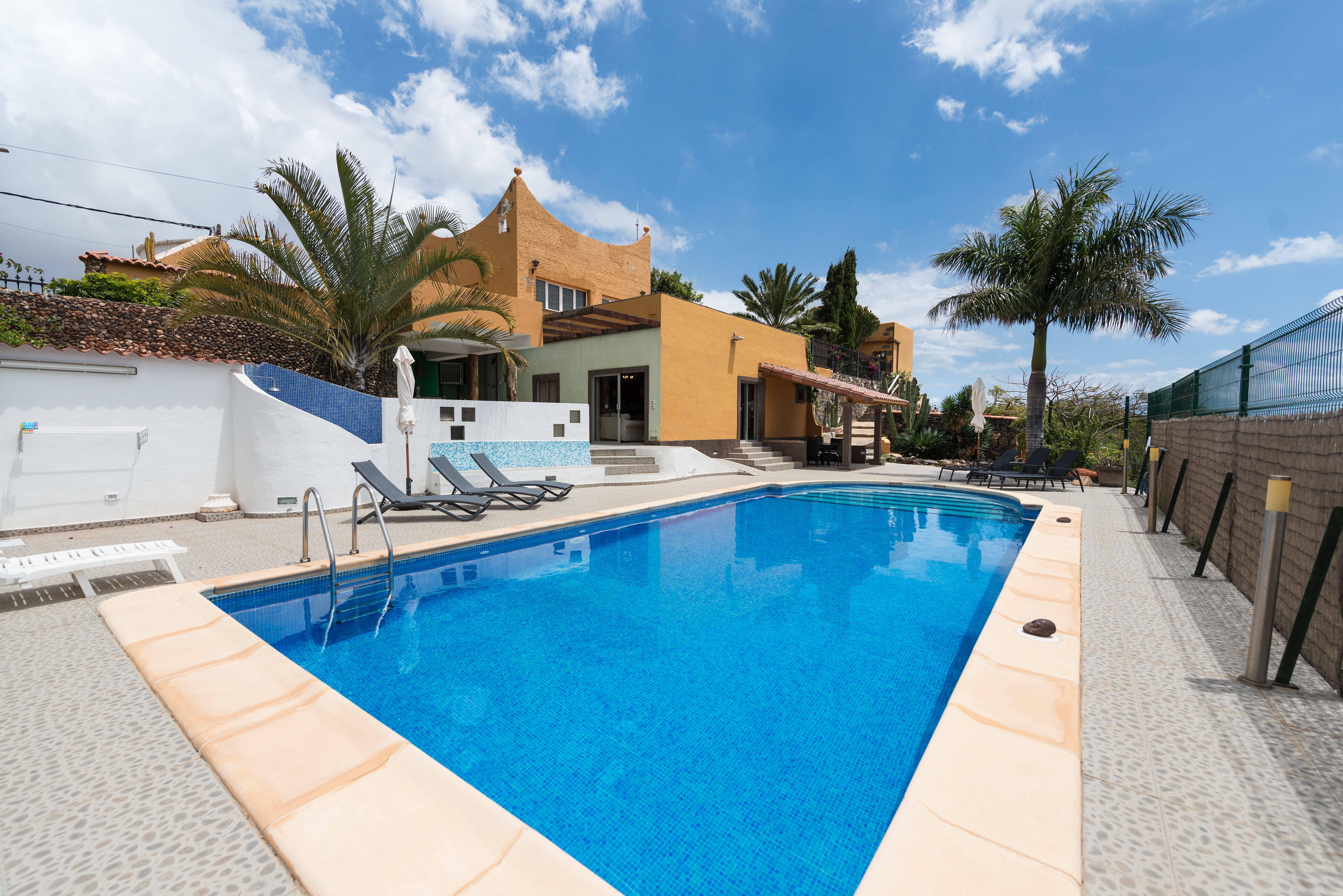 Villa la atl ntida entre ingenio y ag imes lomo del for Casas rurales con piscina baratas