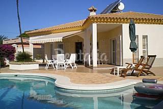 Villa mit 3 Zimmern, 1000 Meter bis zum Strand Cádiz