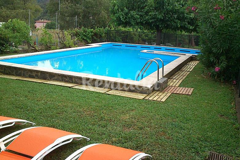 Casa con piscina privada y vallada jard n grande llora for Casas de lujo con jardin y piscina
