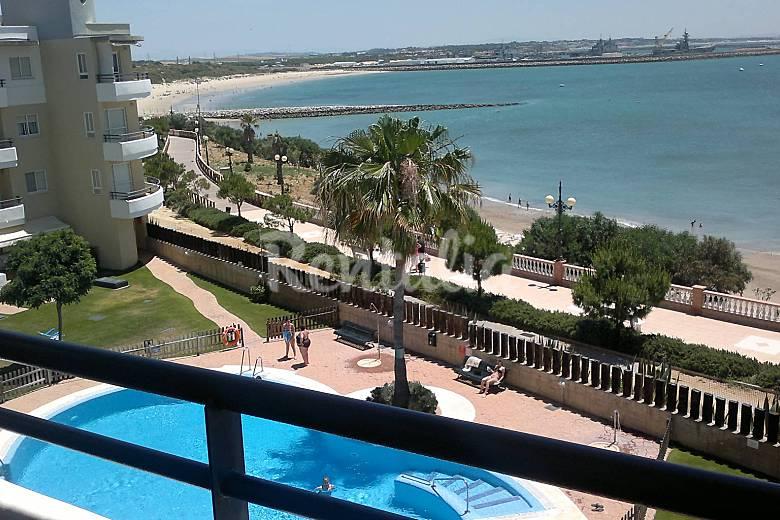 Apartamento con vistas al mar piscina internet rota for Apartamentos en mazagon con piscina