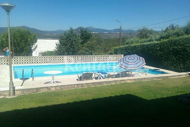 Chalet 12 personas con piscina y barbacoa encinar del for Piscina en la sierra madrid