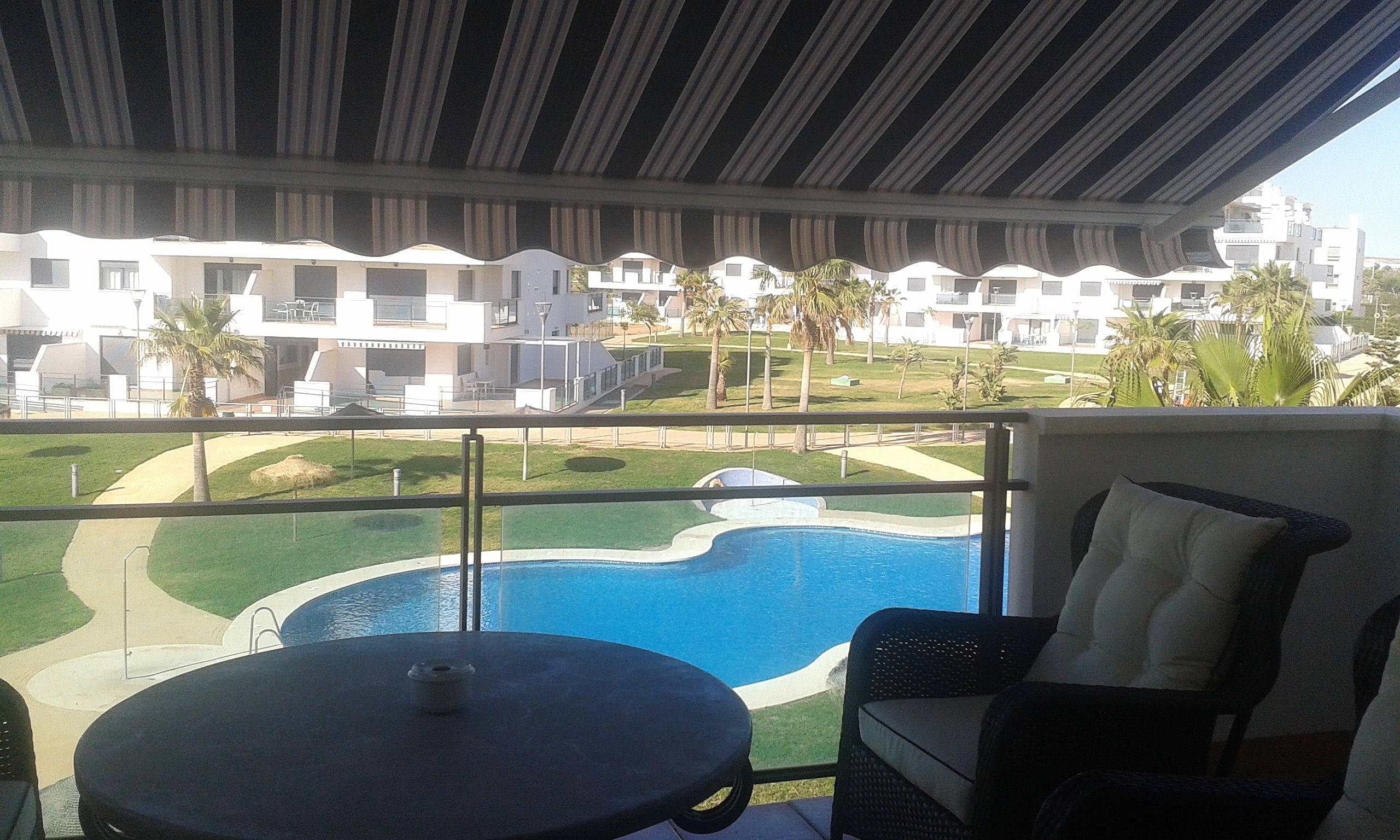 Bonito apt con acceso piscina retamar almer a almer a for Piscinas almeria