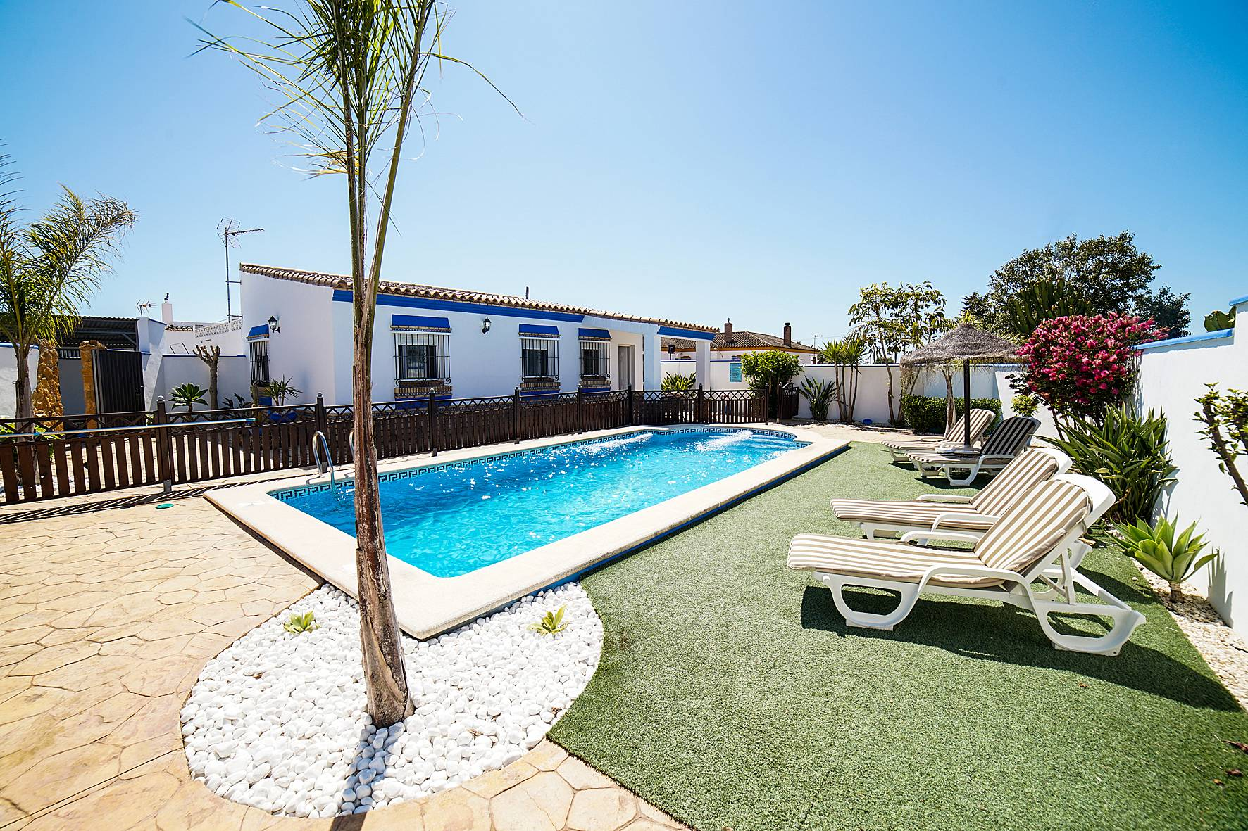 2 villas conil de la frontera con piscina privada conil for Piscina conil