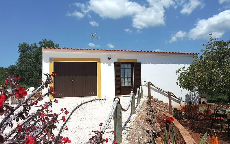 Charming villa with 1 bedroom 6 km from the beach Algarve-Faro - Outdoors