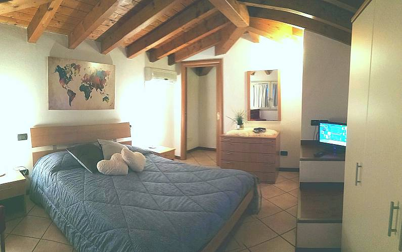 apartamentos en alquiler en Desenzano del Garda Esmera ViaS.Marco 9 Brescia - Habitación