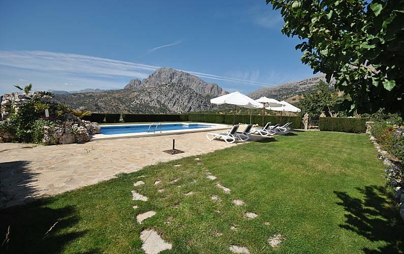 6 casas con piscina periana m laga la axarqu a for Casas con piscina en malaga