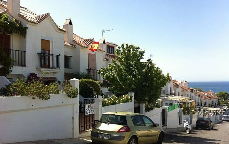 House for rent only 500 meters from the beach benajarafe - Sofas velez malaga ...