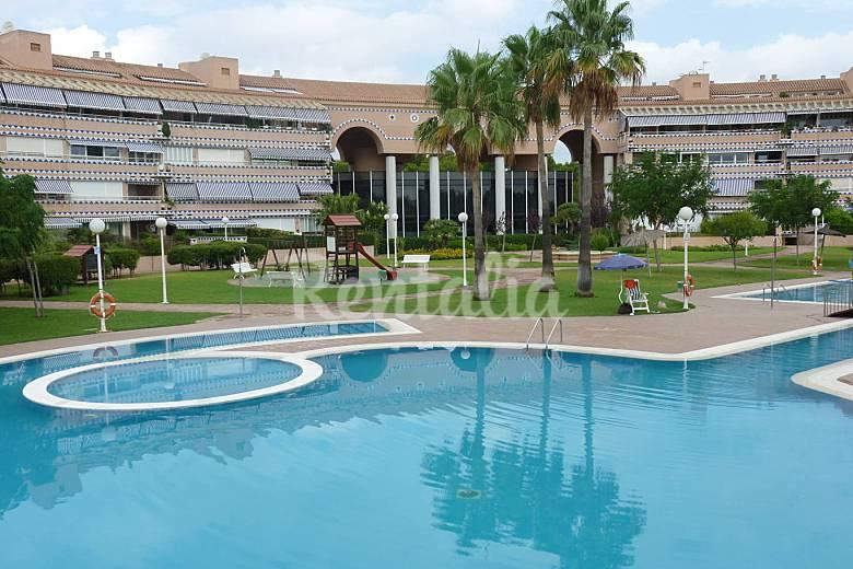 Precioso apartamento con piscina a 40 m de playa grao for Piscina olimpica castellon