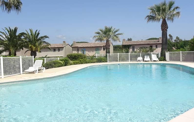 Casa per 4 persone a 400 m dalla spiaggia gassin var for Piani casa sulla spiaggia con portici