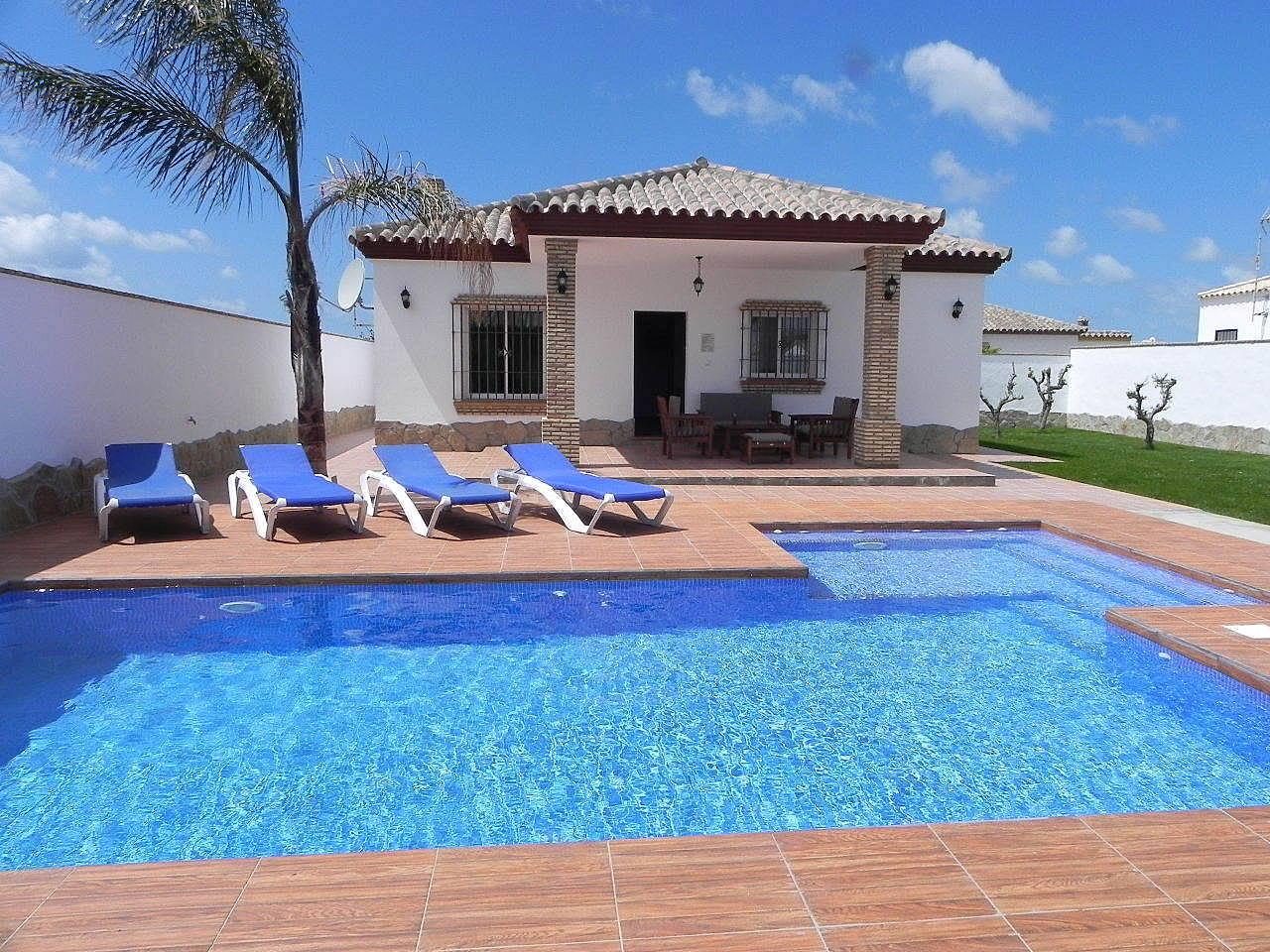 Casa con piscina privada y piscina bar conil de la for Casas con piscina en conil para vacaciones