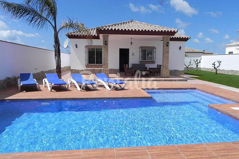Casa con piscina privada y piscina bar conil de la for Casa rural para 15 personas con piscina