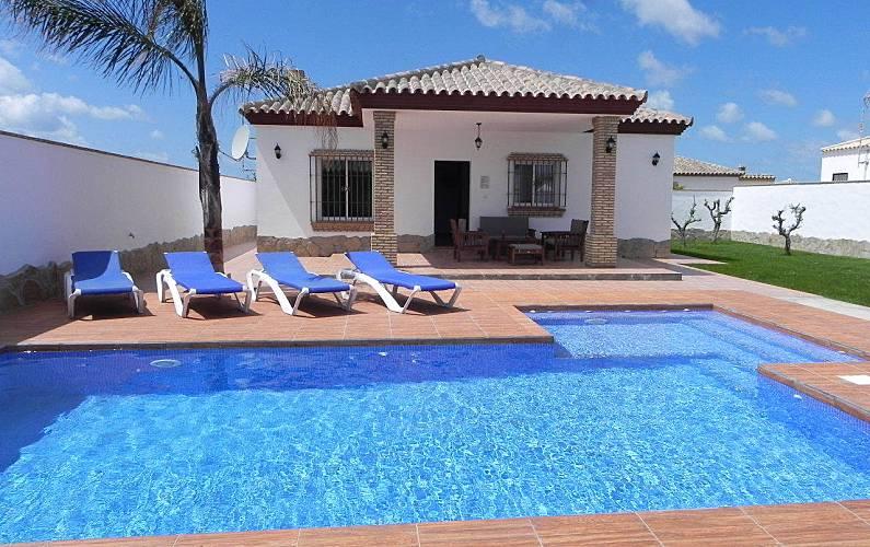 Casa con piscina privada y piscina bar conil de la for Apartamentos con piscina privada vacaciones