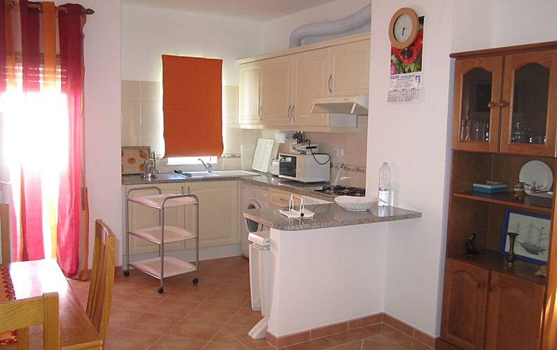 Apartment with 2 bedrooms only 100 meters from the beach Algarve-Faro - Kitchen