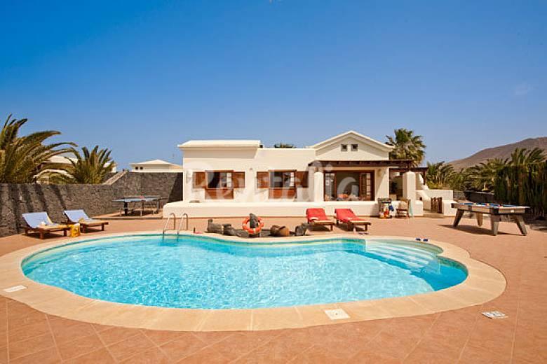 villa con piscina privada de 2 dormitorios playa blanca On villas en lanzarote con piscina privada