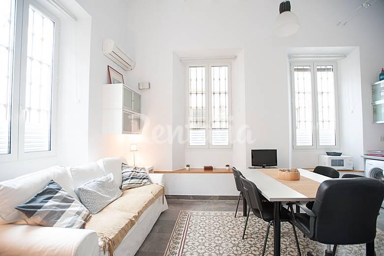 Apartamento loft de 2 habitaciones en sevilla centro for Habitaciones cuadruples en sevilla
