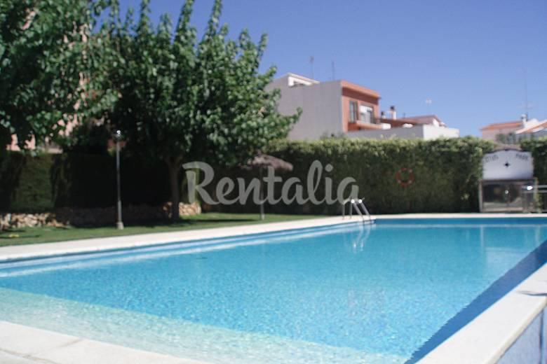 Casa con piscina a 10 minutos a pie de la playa sant for Casas vacacionales con piscina
