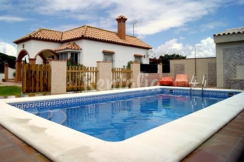 Casa vendimia con piscina privada conil de la frontera for Casas vacacionales con piscina