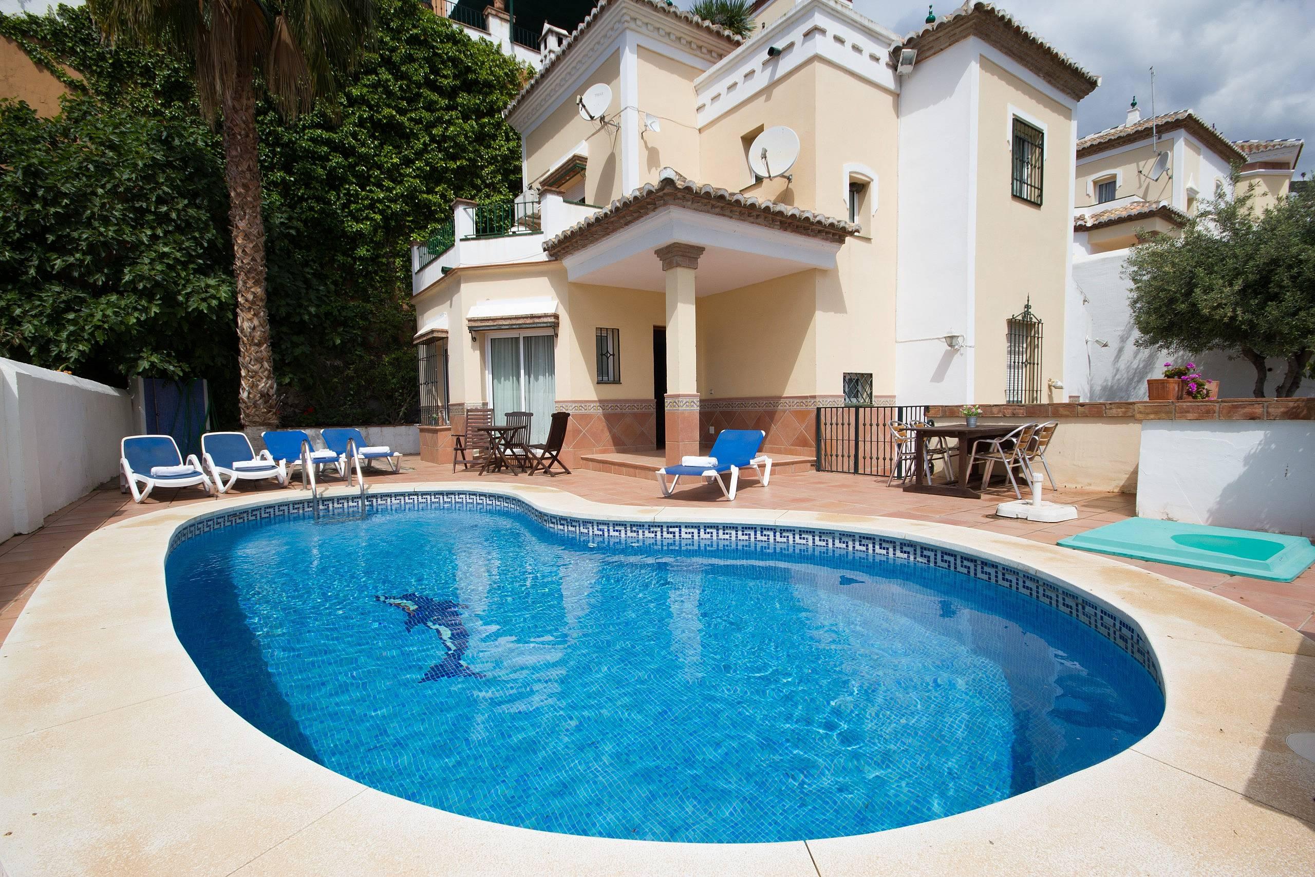 villa en location malaga macaca nerja malaga costa del sol. Black Bedroom Furniture Sets. Home Design Ideas