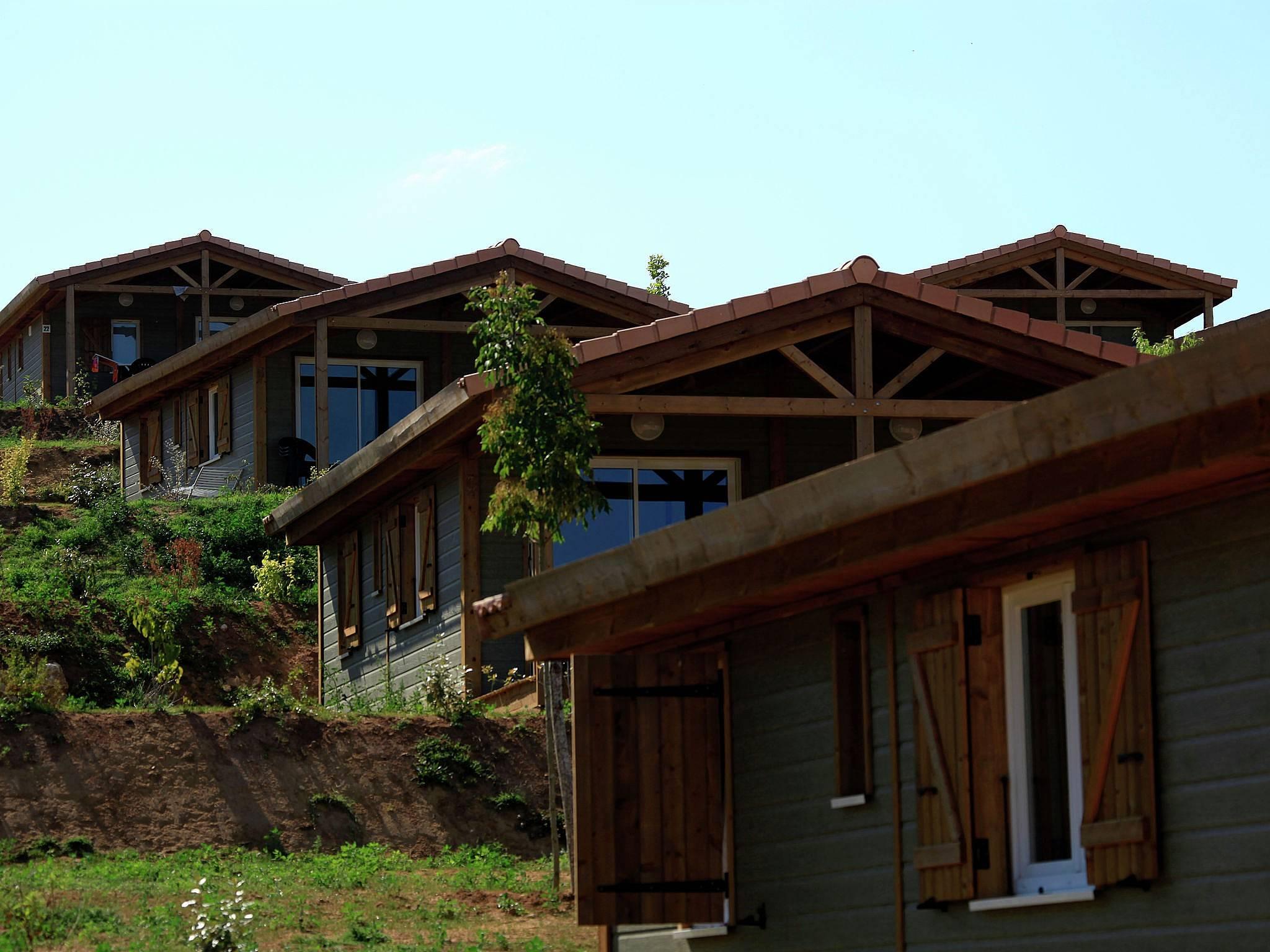 appartement voor 6 personen in midden pyrenee n cazals lot. Black Bedroom Furniture Sets. Home Design Ideas