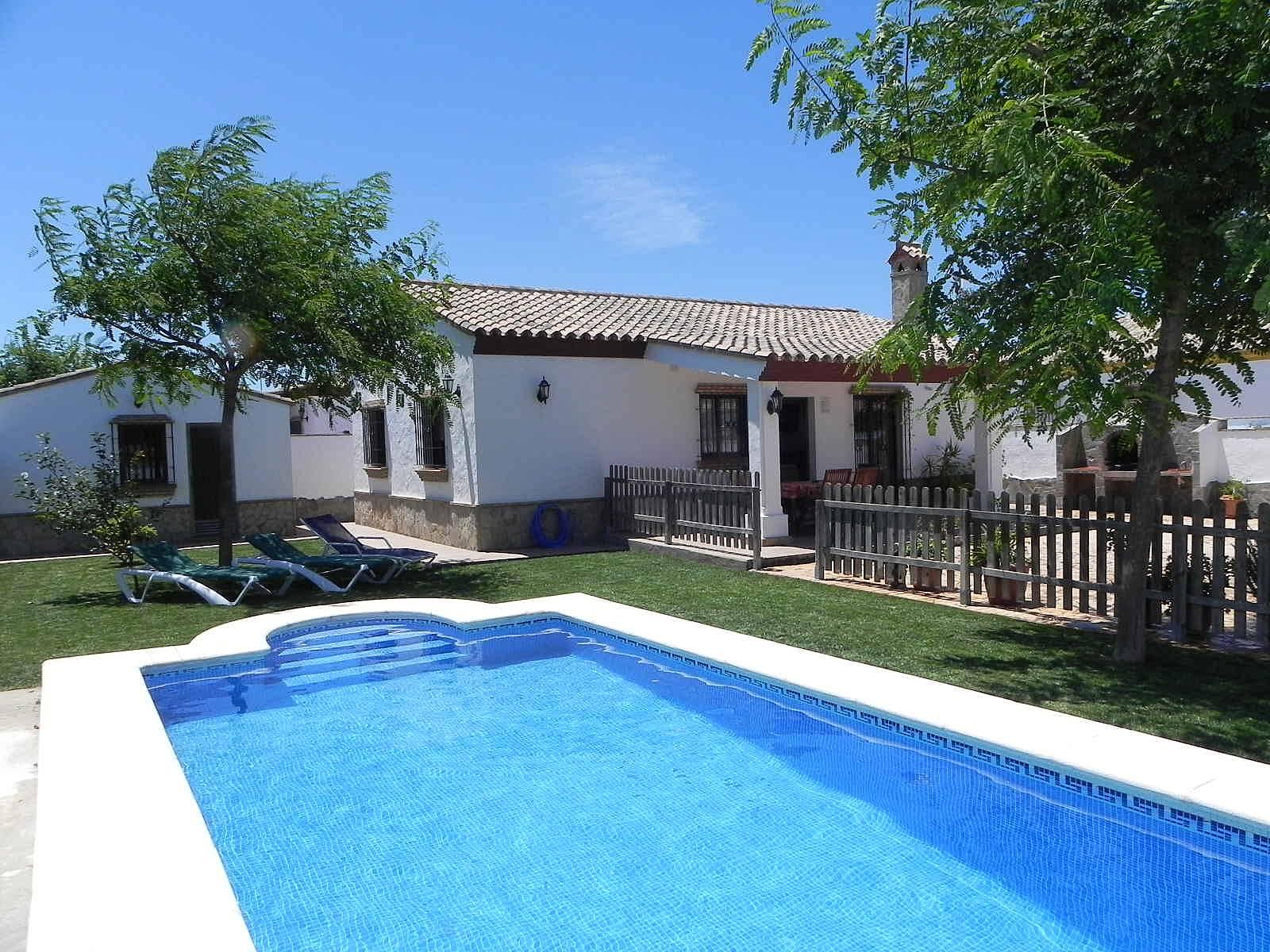 Casa juanito con piscina privada wifi aire acond roche for Casas con piscina privada para vacaciones