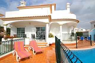 Villa for max 10 people 3 km from the beach Algarve-Faro